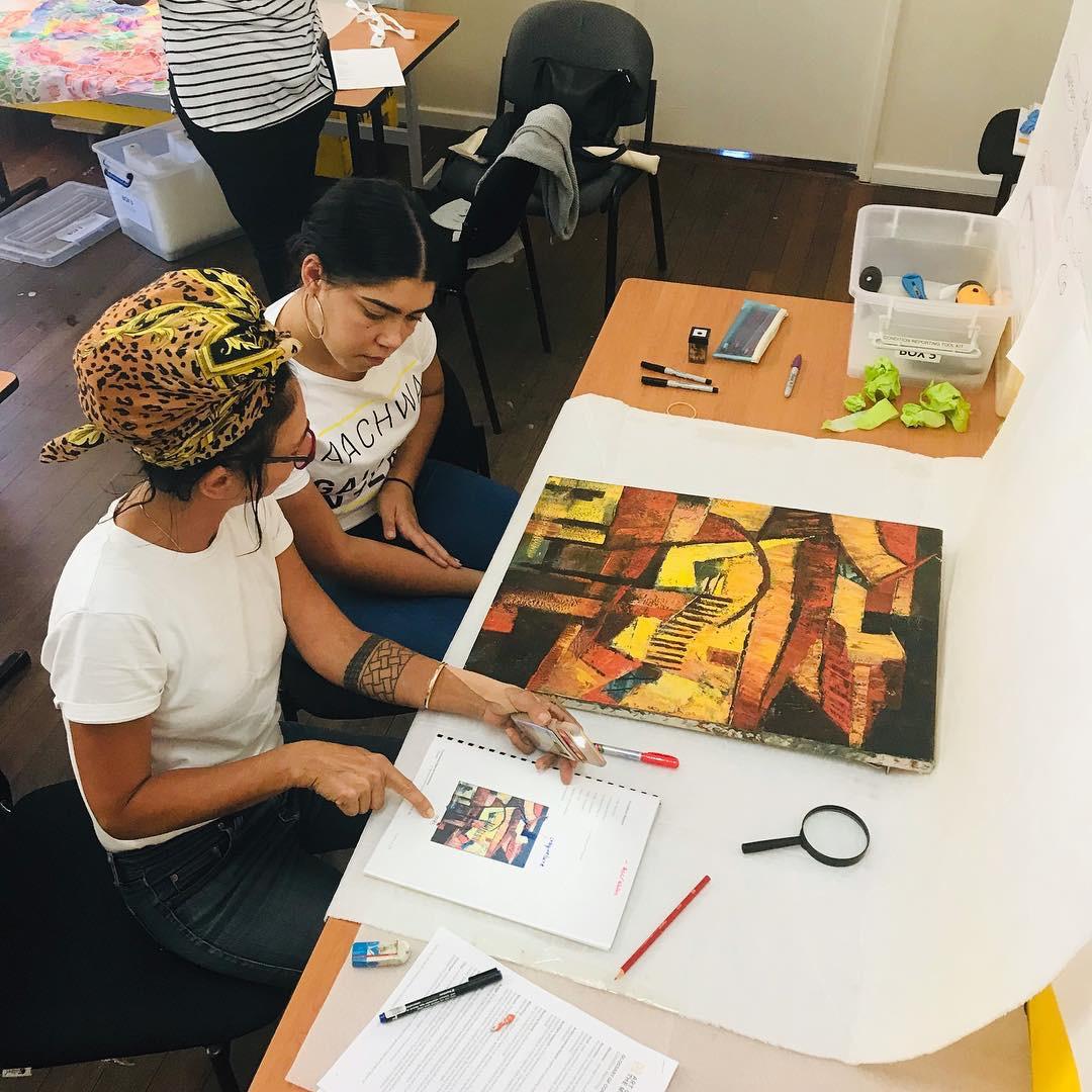 Fiona Gavino (Trainer) ART ON THE MOVE providing training to Lily Mae Kerley (Yamaji Arts)