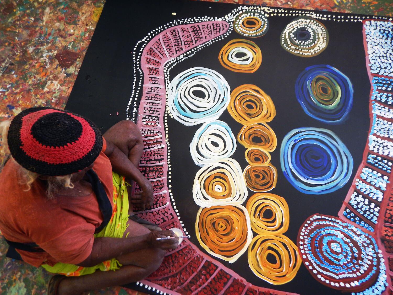 Mrs N. Giles, Warmurrungu, 2017, acrylic on canvas. Image courtesy of Tjarlirli Art